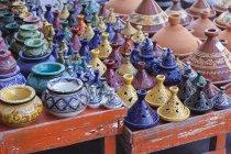 Pots en argile au marché en plein air — Photo de stock