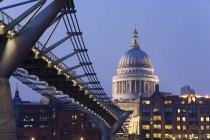 Millennium Bridge and St. Pauls Cathedral — Stock Photo