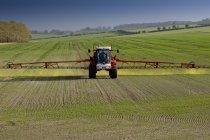 Landmaschine Chemikalien sprühen — Stockfoto