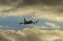 Decolla il 747 jumbo-jet — Foto stock