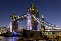 Tower Bridge and Shard at dusk — Stock Photo