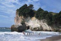 Splendida spiaggia, Faraglioni e archi — Foto stock