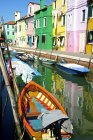 Barcos de pesca no canal — Fotografia de Stock