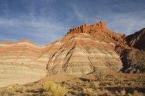 Скелі на заході сонця в Парія фільм встановити — стокове фото