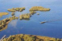 Luftaufnahme der Fähre im Wasser — Stockfoto