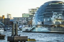 Observing view of City Hall and HMS Belfast — Stock Photo