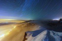 Chamonix-Stadt und die Berge — Stockfoto