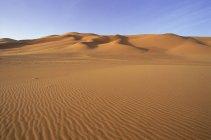 Ondulações nas dunas de areia e areias — Fotografia de Stock