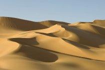 Спостерігаючи за подання безлюдній пустелі Сахара — стокове фото