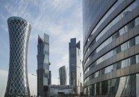 Футуристичний хмарочосів в Doha — стокове фото