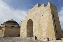 Porta Napoli en la barroca ciudad de Lecce - foto de stock