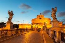 Angel statues on Ponte Sant'Angelo bridge — Stock Photo