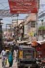 Narrow busy street in city of Jodhpur — Stock Photo