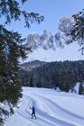 Man cross-country skiing — Stock Photo