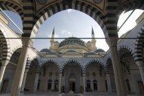 Vista de detalhe inferior de Mesquita Azadi — Fotografia de Stock