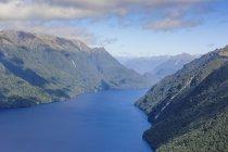 Vue aérienne du grand fjord — Photo de stock
