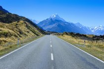 Дорога, яка веде до Маунт Кук — стокове фото