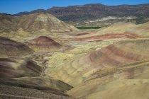 Барвистий пагорби пофарбовані пагорби — стокове фото