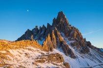 Osservando la vista della montagna del Monte Paterno — Foto stock