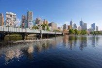 Yarra River and city skyline — Stock Photo