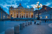 St. Peters and Piazza San Pietro — Stock Photo