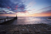 Amble Harbour Light and Coquet Island at dawn — Stock Photo