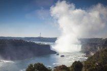 Спостерігаючи видом на водоспад підкова — стокове фото