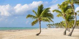 Идиллический вид на пляже Juanillo — стоковое фото