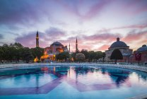 Pond and Hagia Sophia at sunset — Stock Photo