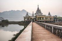 Temple bouddhiste de Kyauk Kalap — Photo de stock
