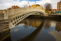 Ha'penny bridge over River Liffey — Stock Photo