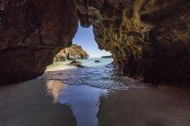 Caverna do mar na ilha Bigge — Fotografia de Stock