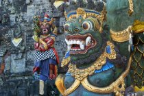Statues of Pura Ulun Danu Batur temple — Stock Photo