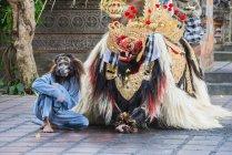 Balinais traditionnel de danse Barong et Kris — Photo de stock