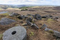 Old millstones at Stanage Edge — Stock Photo