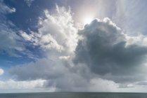 Nubi drammatiche nel Pacifico — Foto stock