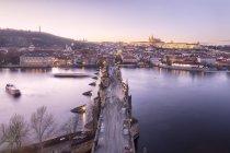 La rivière Vltava et du pont Charles — Photo de stock