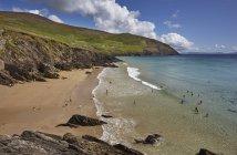 Gens sur la plage sur la tête de Dunmore — Photo de stock
