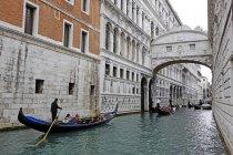 Мост Вздохов с Дворцом дожей, Венеция — стоковое фото