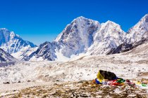 Everest Peak with prayer flags — Stock Photo