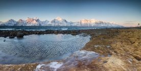 Frozen sea and snowy peaks — Stock Photo