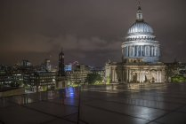 St. Pauls Cathedral at night — Stock Photo