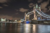 Tower Bridge and The Tower of London at night — Stock Photo