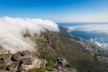 Столову гору покриті скатертиною орографічні хмар — стокове фото