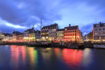 Canal of the entertainment district of Nyhavn — Stock Photo