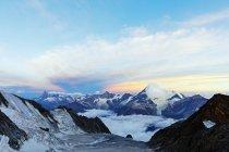 Горы Маттерхорн и Weisshorn на рассвете — стоковое фото
