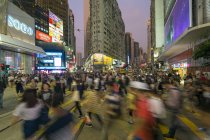 Pedestrians and traffic in Causeway Bay — Stock Photo