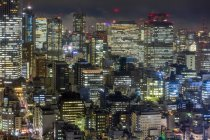 Downtown city buildings at night in Tokyo — Stock Photo