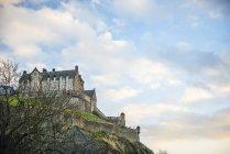 Единбурзький замок на скелі — стокове фото