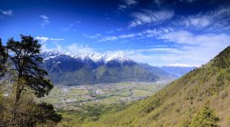 Панорамний Ретийська Альп навесні — стокове фото